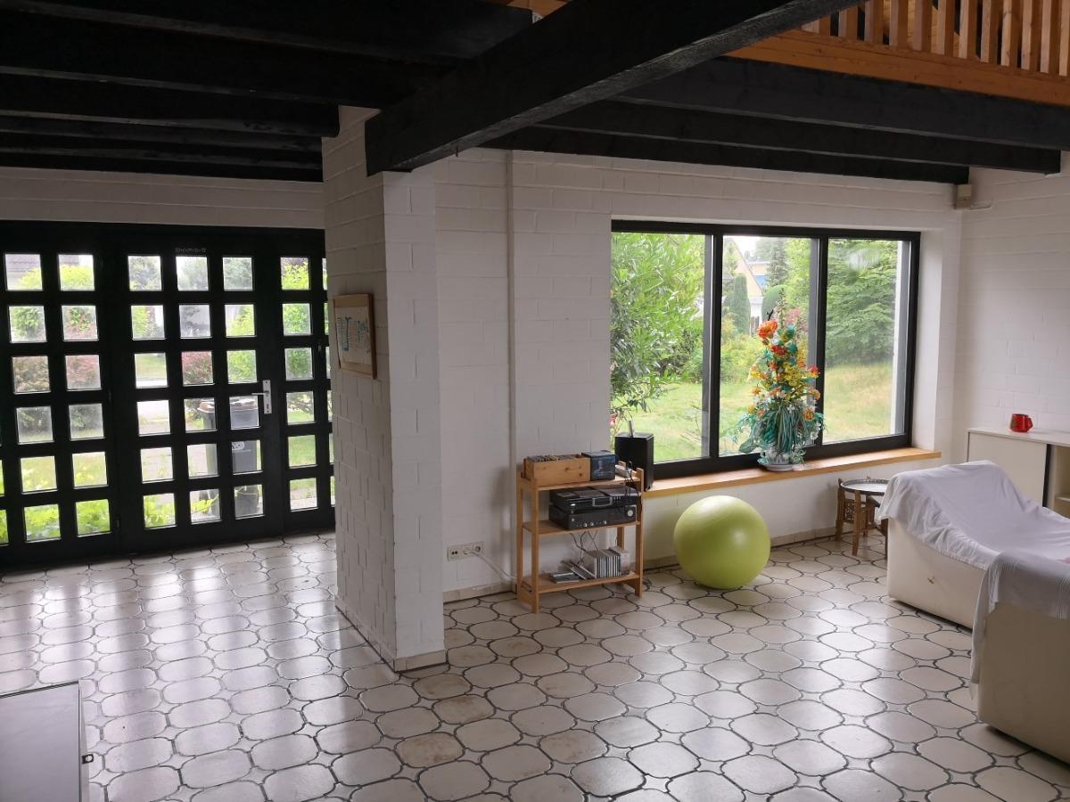 Eingangsbereich mit Wohnzimmer