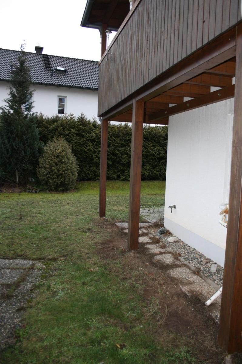 Gartenbereich mit Balkon