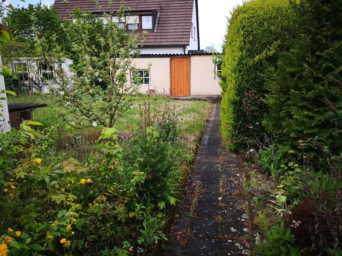 Gartenbereich mit Nebengebäude (ehemaliger Hühnerstall)