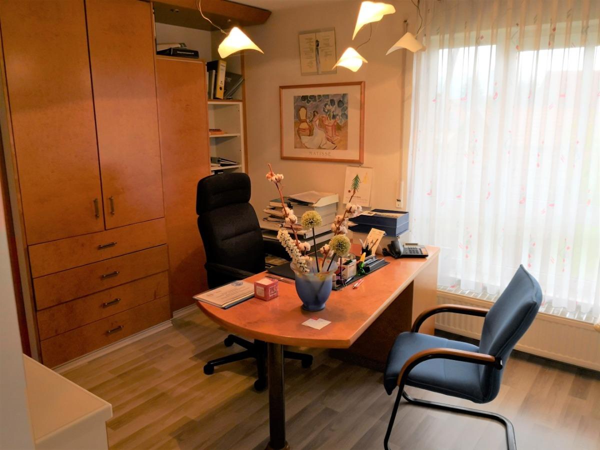 Büro/Behandlungszimmer