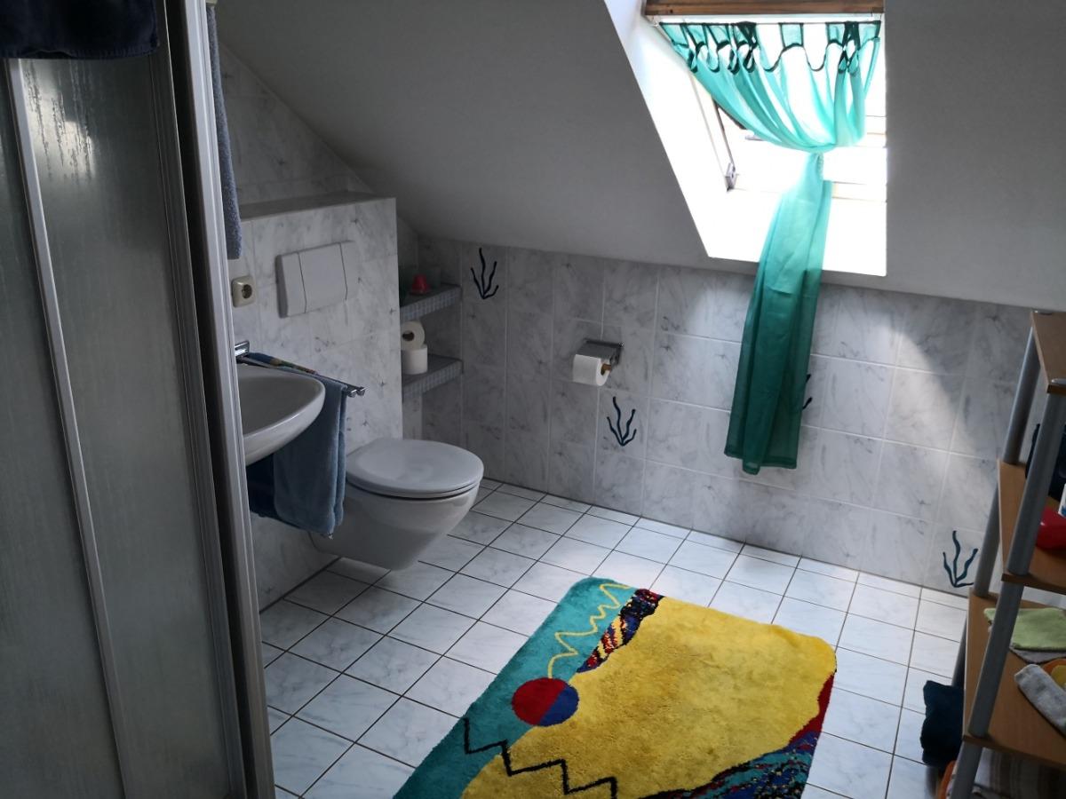 zweites Badezimmer im Dachgeschoss