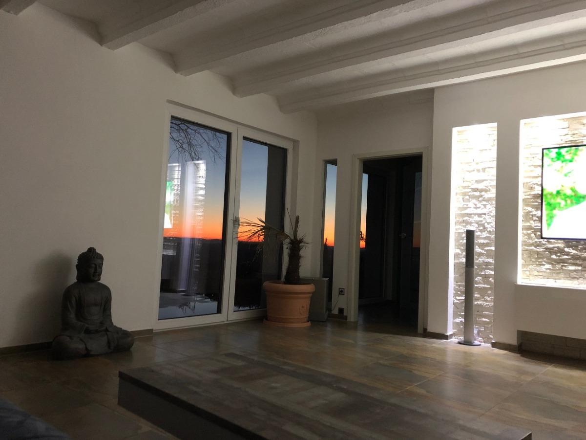 Blick vom Wohnzimmer bei Nacht