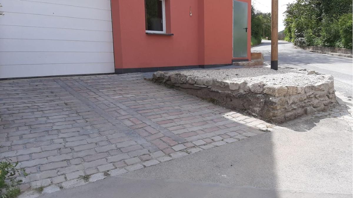Zufahrt Garage/Halle