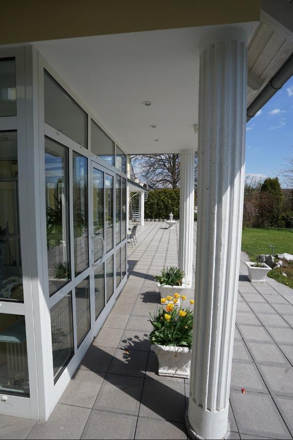 Eingangsbereich und Terrasse